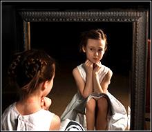 Fetița din oglindă
